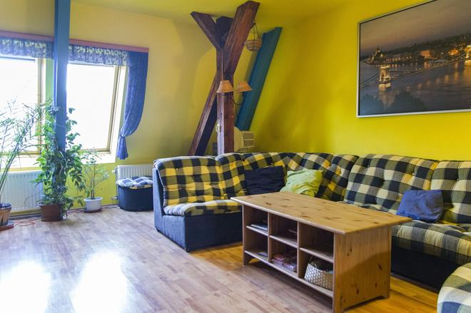 7x24 Central Hostel - Budapest - Living room