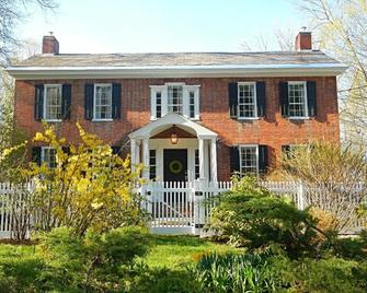 Country House Bed & Breakfast - Queensbury - Building