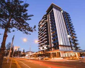 Iconic Kirra Beach Resort - Coolangatta - Building