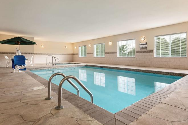 Country Inn & Suites by Radisson, Madison AL - Madison - Piscina