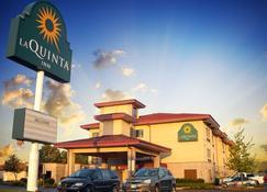 La Quinta Inn & Suites by Wyndham Springfield South - Springfield - Building