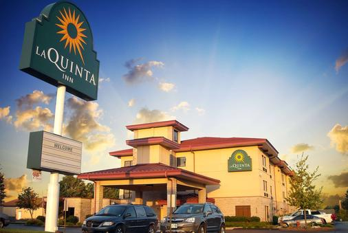 La Quinta Inn & Suites by Wyndham Springfield South - Springfield - Building
