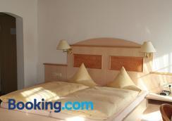 Hotel Gasthaus Hirschen - Todtnau - Bedroom