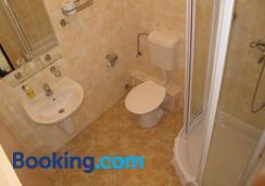 Hotel Zamecek - Mikulov - Bathroom