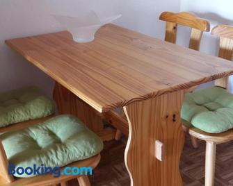 Alsfelder Apartment - Alsfeld - Sala de estar