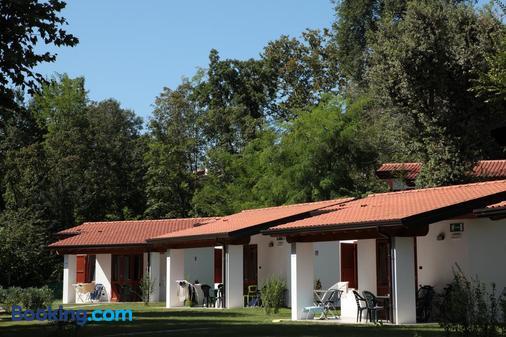 Camping Villaggio San Giorgio Vacanze - Манерба-дель-Гарда - Здание