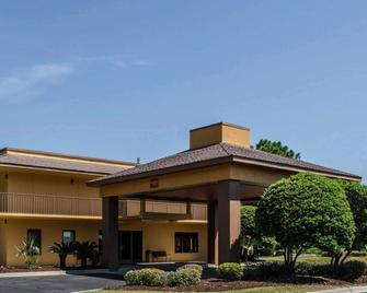Quality Inn At Eglin AFB - Niceville - Building