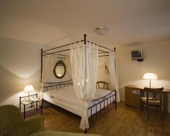 Hotel Roter Turm - Золотурн - Bedroom