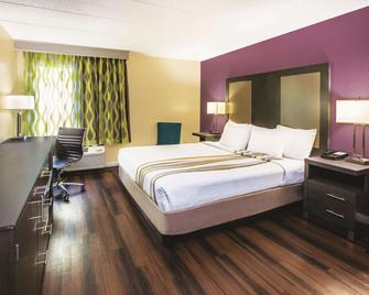 La Quinta Inn by Wyndham Waldorf - Waldorf - Bedroom