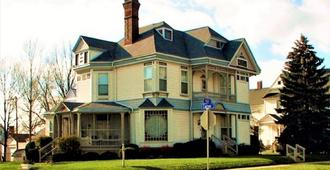 Herrold on Hill Bed and Breakfast - Wabash