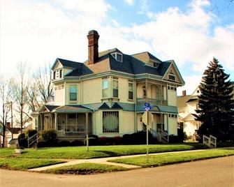 Herrold on Hill Bed and Breakfast - Wabash - Building