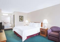Days Inn by Wyndham Wytheville - Wytheville - Bedroom