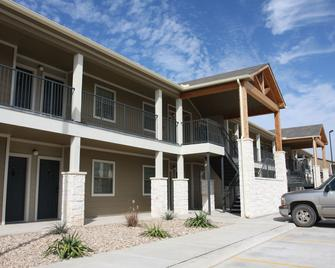 Eagle's Den Suites in Three Rivers - Three Rivers - Building