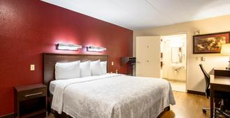 Red Roof Inn Plus+ St Louis - Forest Park/ Hampton Ave - סנט לואיס - חדר שינה