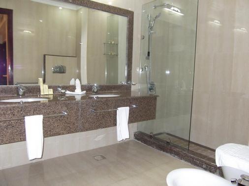 Rawdat Al Khail Hotel - Doha - Banheiro