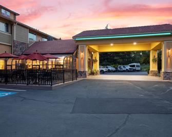 Best Western Plus Parkway Inn - Wilsonville - Building
