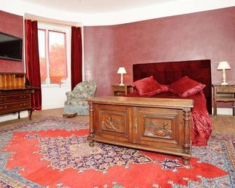 Hôtel La Tour - Сюллі-сюр-Луар - Bedroom