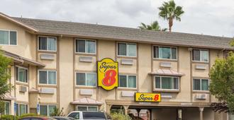 Super 8 by Wyndham Sacramento North - Sacramento - Building