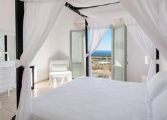 Astro Palace Hotel & Suites - Thera - Bedroom