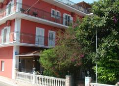 Dionisis Apartments - Agia Effimia - Edificio