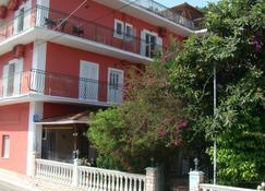 Dionisis Apartments - Agia Effimia - Building
