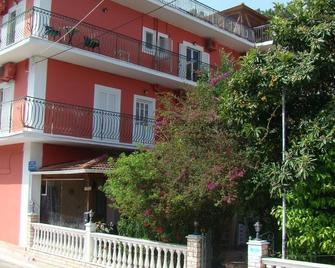 Dionisis Apartments - Agia Effimia - Будівля