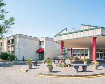Ramada by Wyndham Grand Forks - Grand Forks - Gebäude