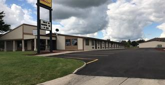 Super 9 Motel - Troy - Building