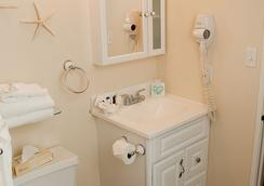 Biscayne Suites - Ocean City - Bathroom