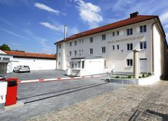 Bayerischer Hof - Freising - Building