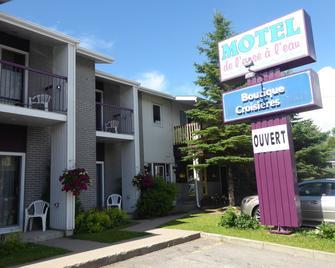 Motel de l'Anse a l'Eau - Tadoussac - Building
