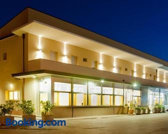 Hotel Ristorante Cesare - Savignano sul Rubicone - Building