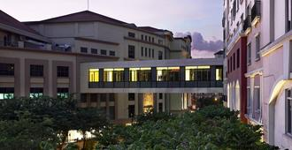 Manila Marriott Hotel - Manila