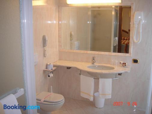 Corona - Domodossola - Bathroom