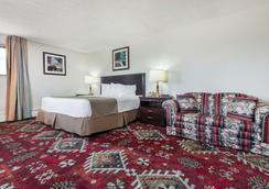 Travelodge by Wyndham Laramie - Laramie - Bedroom