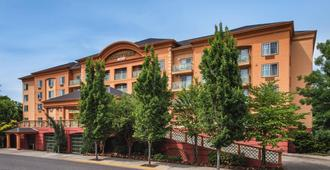 Courtyard by Marriott Portland North - Portland - Building