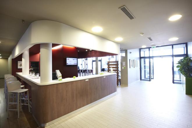 Campanile Carcassonne Est La Cite - Carcassonne - Lobby
