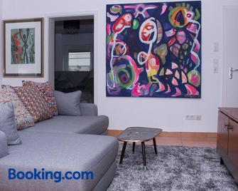 Art & Nature Apartments in der Nähe FFM-Messe - Bad Vilbel - Living room
