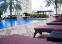 Ramada by Wyndham Downtown Dubai - Dubai - Pool