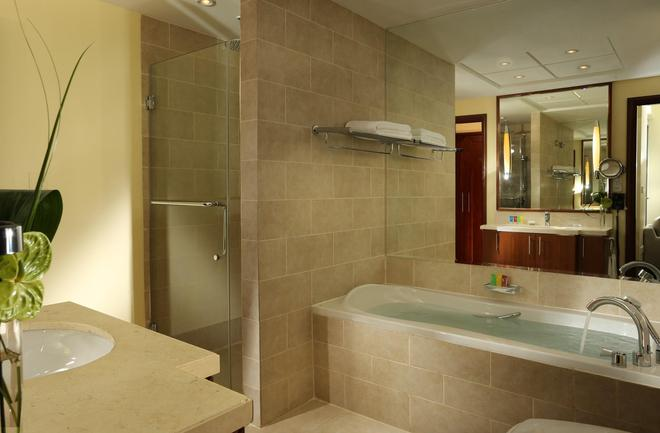 Ramada by Wyndham Downtown Dubai - Dubai - Bathroom