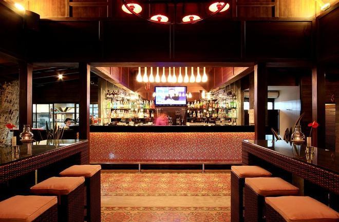 Beyond Resort Kata - Karon - Bar