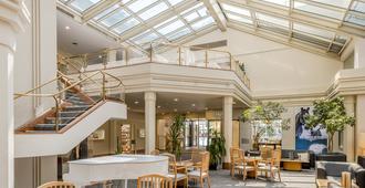 瑞士因特拉肯都市品質酒店 - 印特拉肯 - 因特拉肯 - 大廳