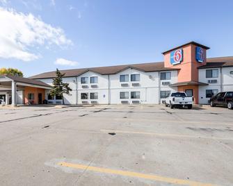 Motel 6 Waterloo - Waterloo - Building