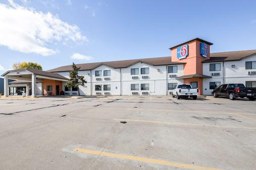 Motel 6 Waterloo - Waterloo - Building