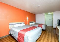Motel 6 Waterloo - Waterloo - Bedroom