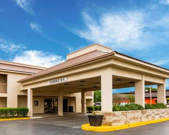 Quality Inn - Indianola - Building