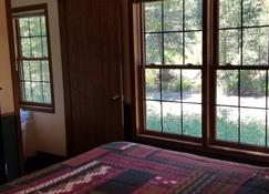 The Evergreens on Fall River - Estes Park - Bedroom
