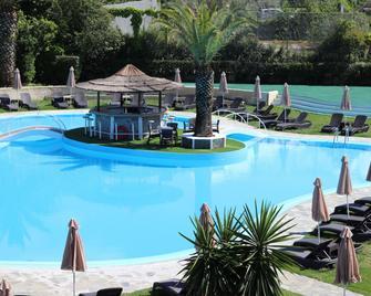 Pegasus Hotel - Roda - Bazén
