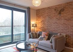 Lancaster City Apartment - Lancaster - Living room