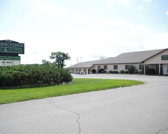 Shiretown Inn and Suites - Houlton - Building